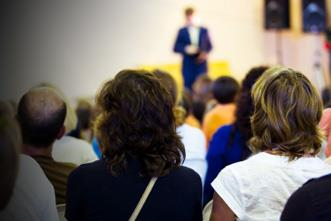View article 7 Benefits Of Hosting A High-Profile Guest Speaker