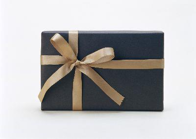 view the Image Gift Gold Black